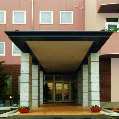 丘のホテル image