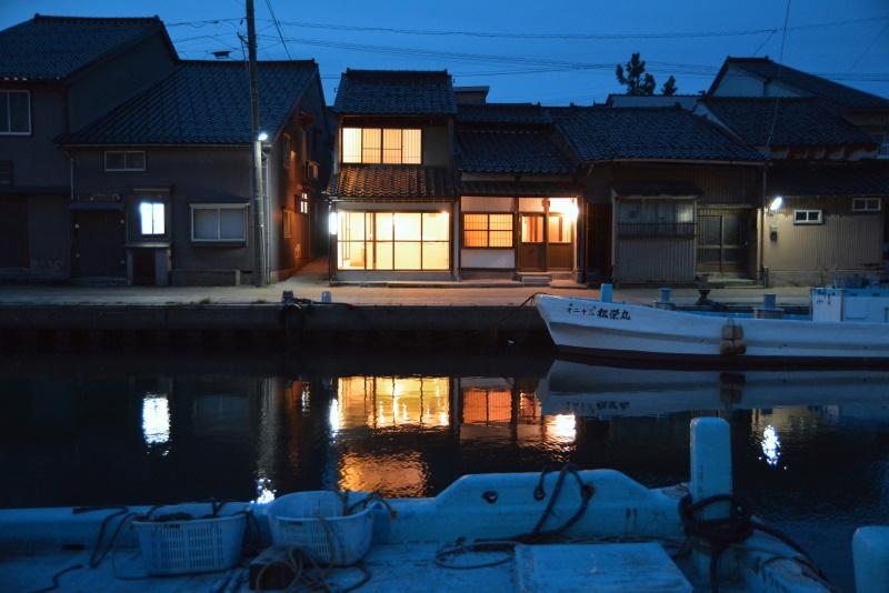 水辺の民家ホテル カモメとウミネコ image