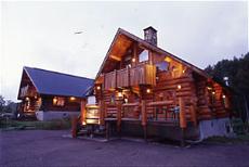 森のログホテル カムループス